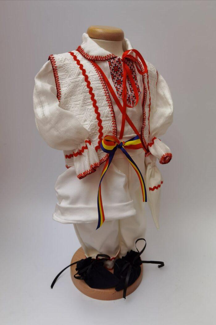 Costum national baiat